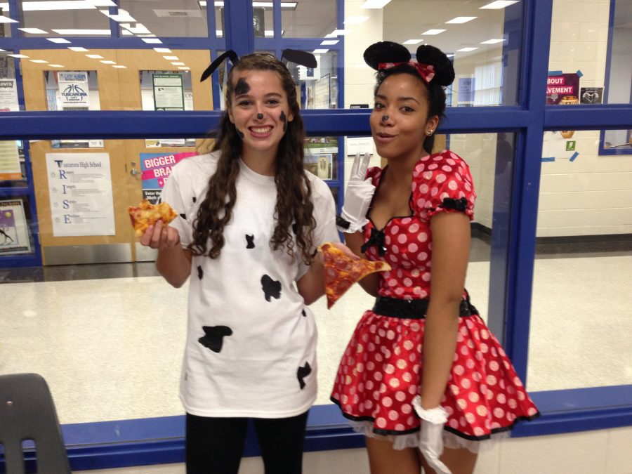 Junior+Kate+Avdellas+dressed+up+as+one+of+the+101+dalmations%2C+while+Milan+Ball+dressed+up+Minnie+Mouse.