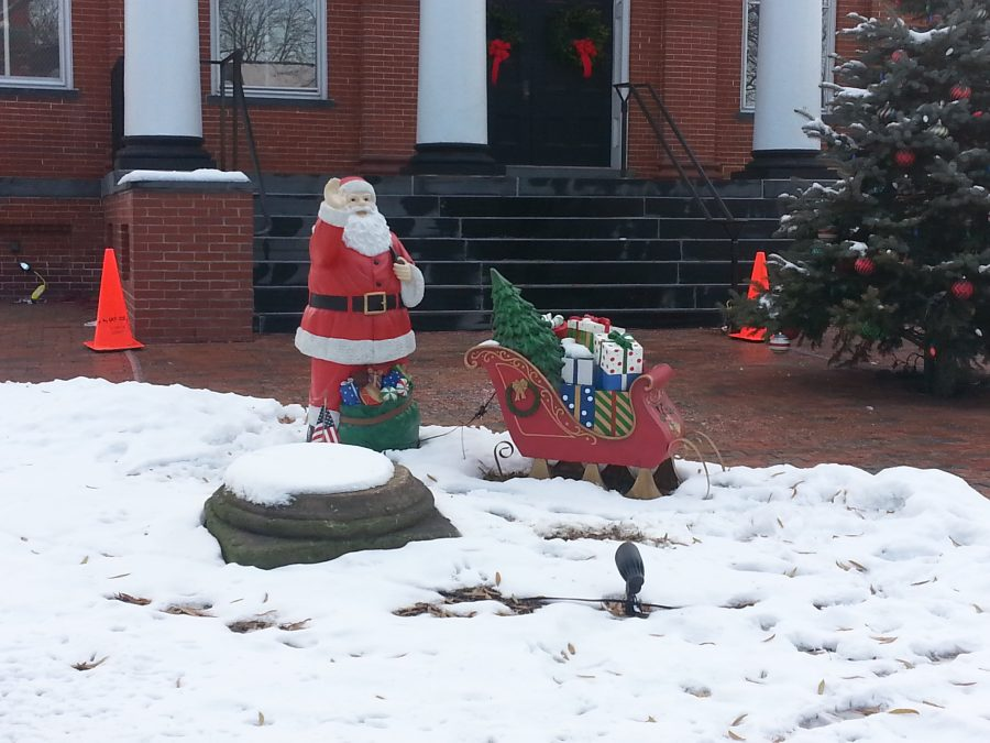 One+of+the+county-sponsored+holiday+decorations+that+sits+in+front+of+the+courthouse+includes+Santa+with+his+sleigh+of+presents+and+a+decorated+Christmas+tree.+Photo+credit%3A+Jack+Minchew