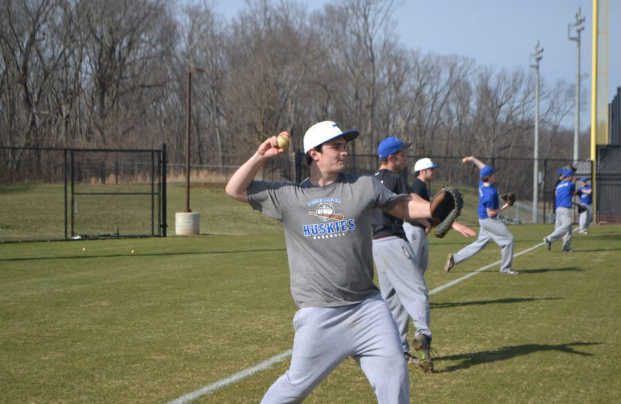 Senior+catcher+Brady+Kaplan+throws+a+pitch+as+a+part+of+a+drill+at+one+of+the+Tuscarora+baseball+team%E2%80%99s+practices.+Photo+credit%3A+Hanna+Duenkel